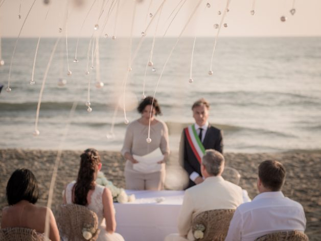 Italian Destination Wedding Photographer in Florence and Tuscany. Beach wedding