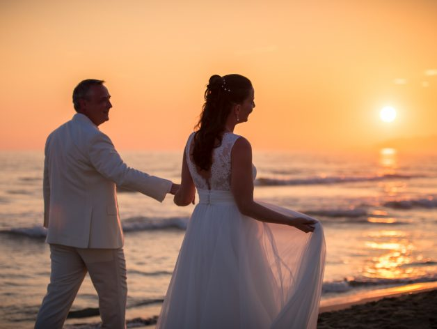 Italian Destination Wedding Photographer in Florence and Tuscany. Beach wedding